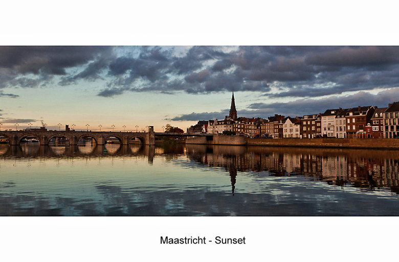 Maastricht - Sunset - Vorige maand een paar dagen in Maastricht geweest. Wanneer je dan deze sfeer tegenkomt............ Groot kijken!