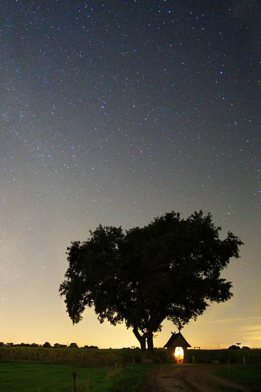 2018-09-07 22-14-53 - nacht mariakapel zenderen raw exp - De laatste uit de nachtserie bij Zenderen. Deze hoek gaf het meeste zicht op de sterren.
