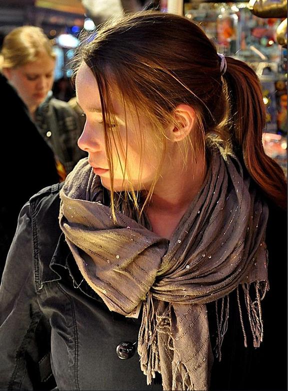 Bewerking: Kermis (5) Sandra - Dezelfde foto van Sandra (gemaakt door mijn dochter Lisette) met een andere uitsnede van de compositie, waardoor de foc