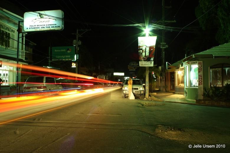 """Sosua by night - Een van m&#039;n nightshots uit de dominicaanse republiek <img  src=""""/images/smileys/smile.png""""/><br /> <br /> Genomen langs de hoo"""