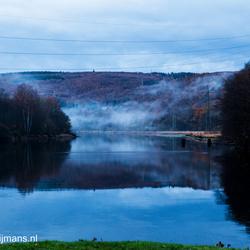 Mist op de rivier de Rur bij Heimbach