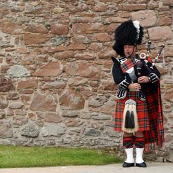 Urquhart castle, Schotland, Bagpipe