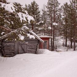 Zomerhut in de sneeuw
