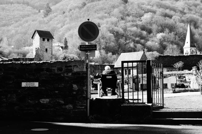 Herdenk uw Dierbare... - Cochem  - Genomen nabij een begraafplaats in Cochem, Duitsland.