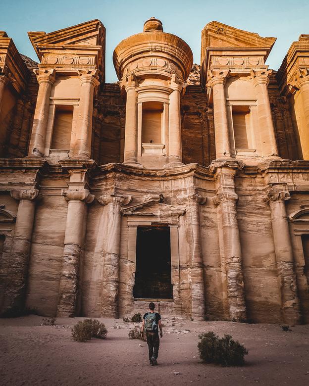 The Monastery - Jordanie - Tegen alle verwachtingen in haalden we de top van de 850 traptreden nog net wel voor zonsondergang. We hadden the monastery