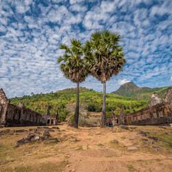 Schapenwolken boven de Wat Phou tempel in Champasak, Laos