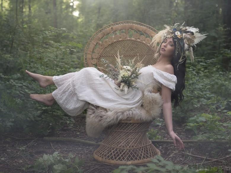 Lady of the Forest - Een fotoshoot in het bos met een geweldig team. Hoewel ik meestal flitslicht op locatie gebruik vond ik dit portret, met alleen d