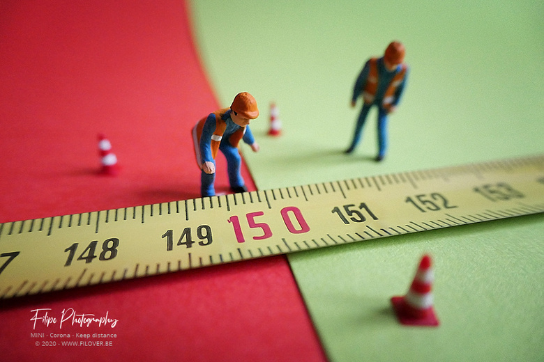 """MINI - Keep distance - Anderhalve meter kan vandaag een groot verschil maken <img  src=""""/images/smileys/wilt.png""""/>"""