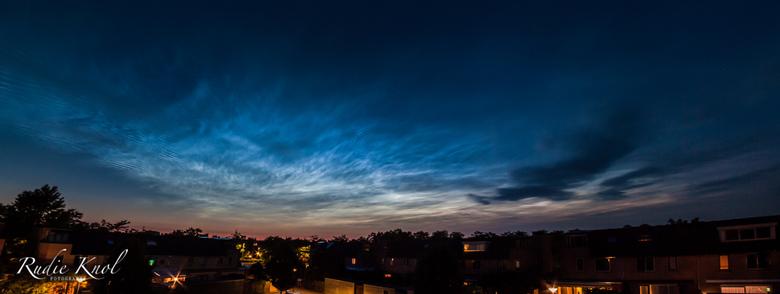 Lichtende nachtwolken - Panorama van de lichtende nachtwolken