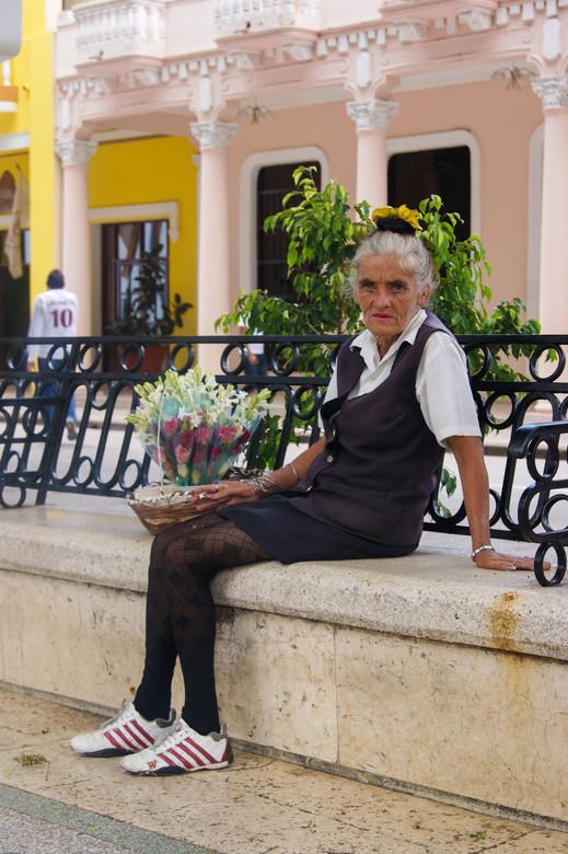 werkende vrouw 4. Cuba, bloemverkoopster kleur.jpg