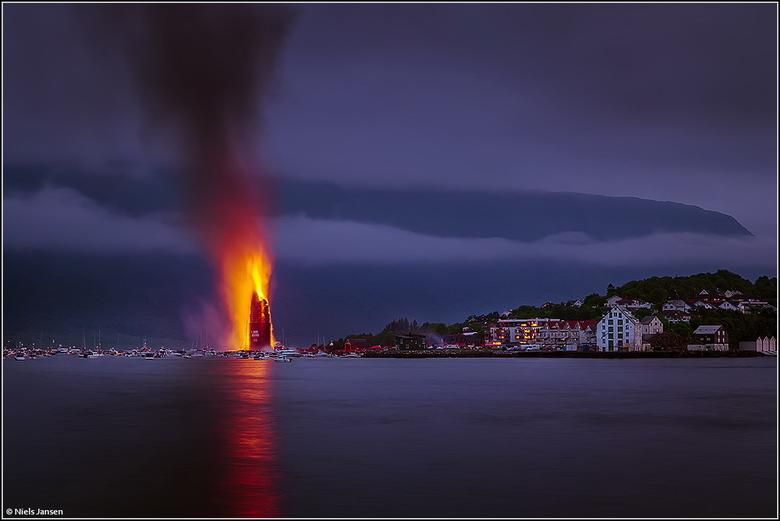 Slinningsbålet - Een jaarlijkse traditie om een zo hoog mogelijke bonfire te bouwen van pallets. Dit jaar hebben ze het wereld record met zo'n 4
