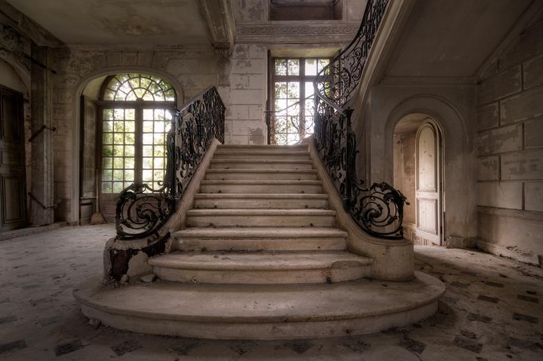 Chateau DS - Tijdens onze trip in Frankrijk, hebben we dit geweldige kasteel bezocht. De natuur is al flink bezig om dit kasteel weer in te nemen!<br