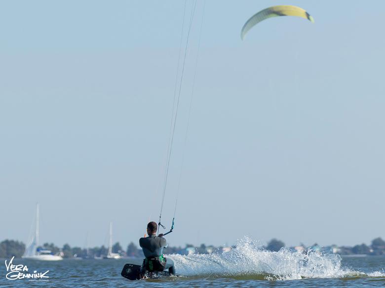 Kite surfen met weinig wind. - Een middag met weinig wind, maar toch actie @kornwerderzand