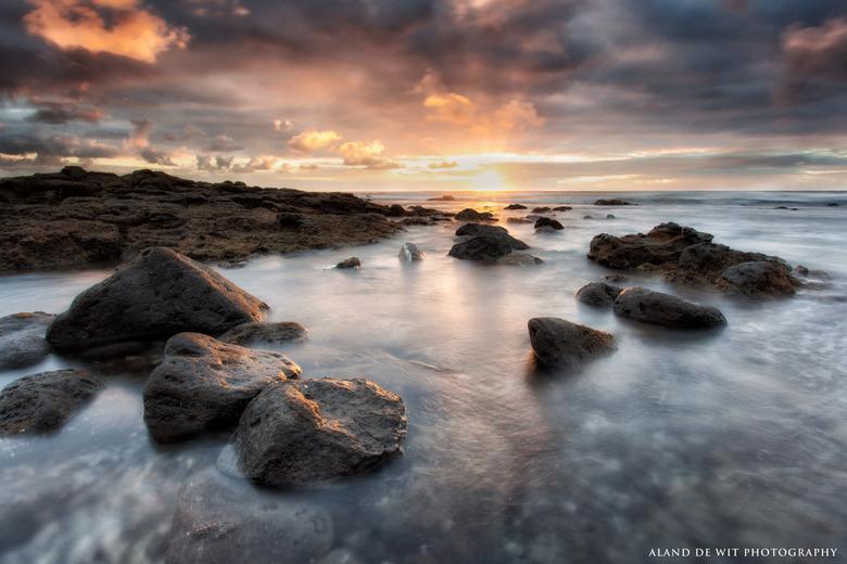 Sun, Rocks & Atlantic Ocean - Zonsondergang op Lanzarote. Heb hier en daar wat lensflair weg moeten werken maar ben wel tevreden met het resultaat