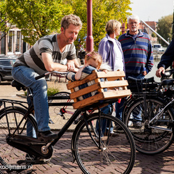 Alles op de fiets- hond, kind en pa in Workum