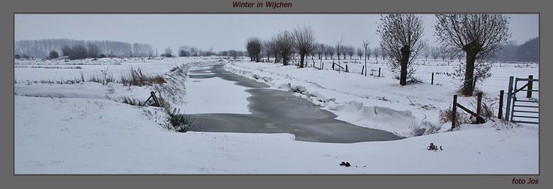 Sneeuw in Wijchen - Vanmiddag even met de fiets er op uit. Soms flinke wind en flinke sneeuwbuien. Aardig koud maar wel mooie sneeuwlandschappen. Iede