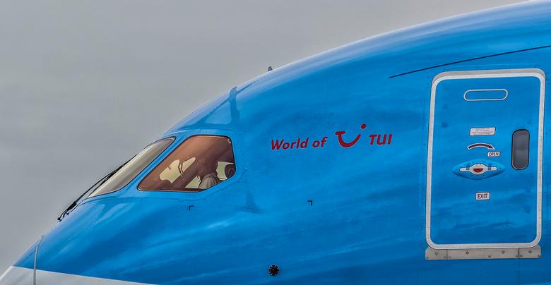 Arke's Dreamliner - Close-up van de neus van het toestel genomen op Schiphol.