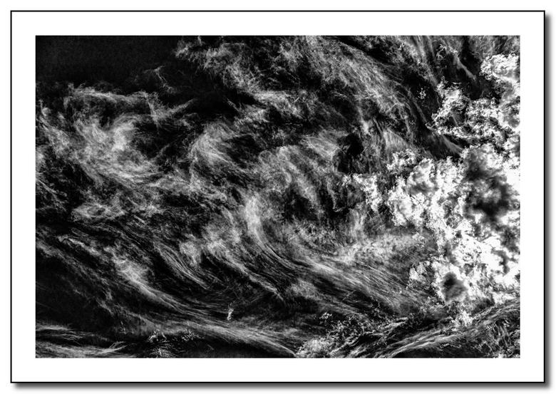 into the blue - Zw impressie gemaakt tijdens één van covid-19 ritje met de fiets.<br /> Enkel donkere kamer werk in Camera Raw