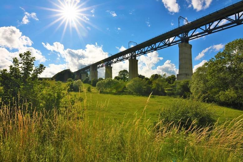 Viaduct Moresnet - Het viaduct van Moresnet (België) is een 1200 meter lange spoorwegbrug over het dal van de Geul in Moresnet. Het is een van de beke