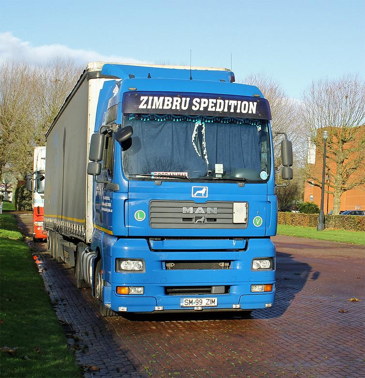 """Truck and bus 18 - <span style=""""font-weight:bold;"""">Combinatie trekker en oplegger, MAN TGX 18.440</span><br /> In het nationale en internationale lan"""