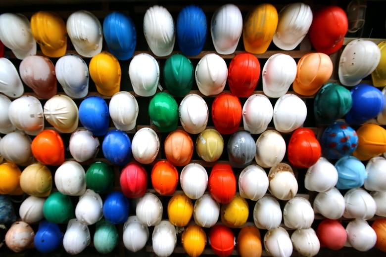 Helmen - Ee muur in het juttersmuseum texel