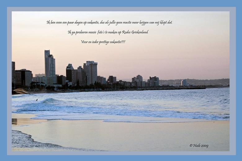skyline. - Op de foto staat een stukeje kust voor Durban (zuidafrika) dus niet wat de tekst op de foto suggereert Griekenland.