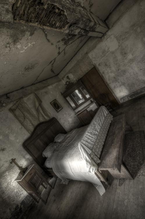 Maison Heinen - Fall into sleep bij Maison Heinen. Een oudje van 2011 bij een verlaten boerderij in Luxemburg.
