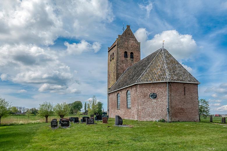 Kerkje van Westhem - Hierbij de laatste van het in mijn ogen geweldige kerkje van Westhem.<br /> <br /> Groet Piebe