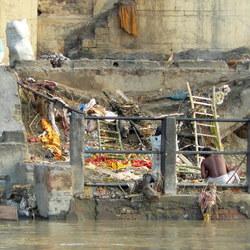 Crematieplaats, na ritueel, Varanasi, India