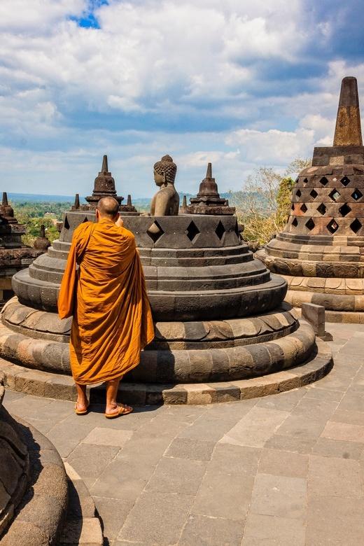 Monnik  - Boeddhistische monnik op de Borobudur.