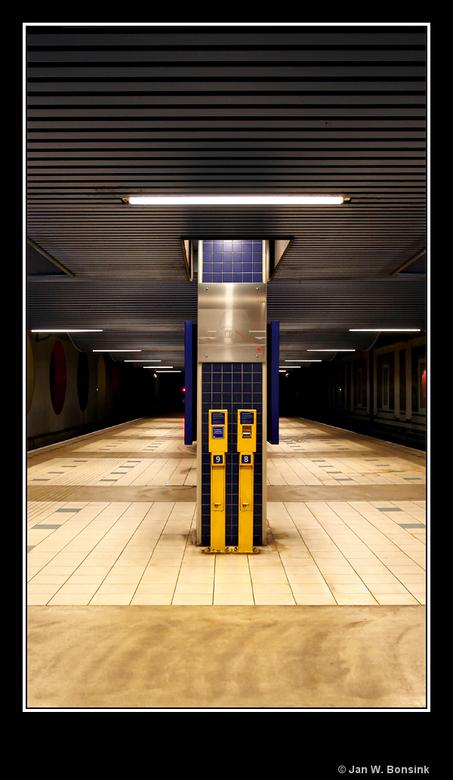 Rotterdam Blaak 2 - Een verlaten perron op zaterdagmiddag.<br /> <br /> Iedereen weer bedankt voor het kijken.