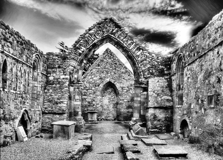 Kapel voor overleden priesters te Ierland - Een begraafplaats voor overleden priesters in Ierland waar tevens een mis kon worden opedragen