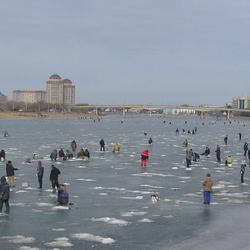 Vissen op het ijs.