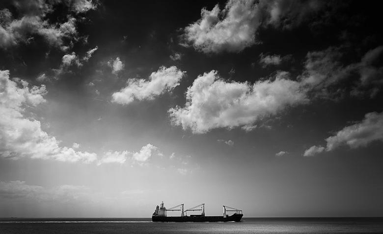 Bootje - Bootjes kijken in Zoutelande...<br /> Vooral fotograferen natuurlijk! Tijdens een &quot;over de zee tuur moment&quot; kwam dit schip voorbij