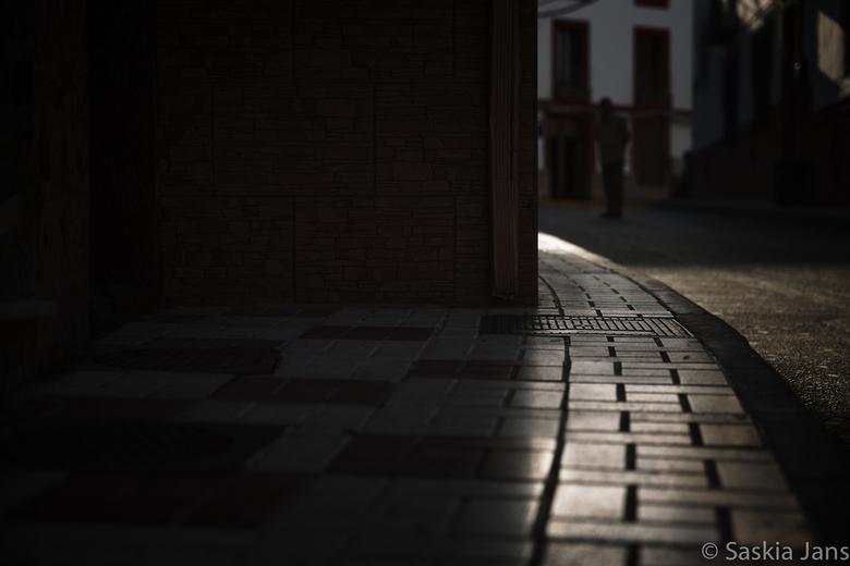 """Somebody 's watching - De foto waarmee ik van plan was om een serie te maken tijdens de """"opleiding"""" van de Fotoacademie in Spanje. De serie"""