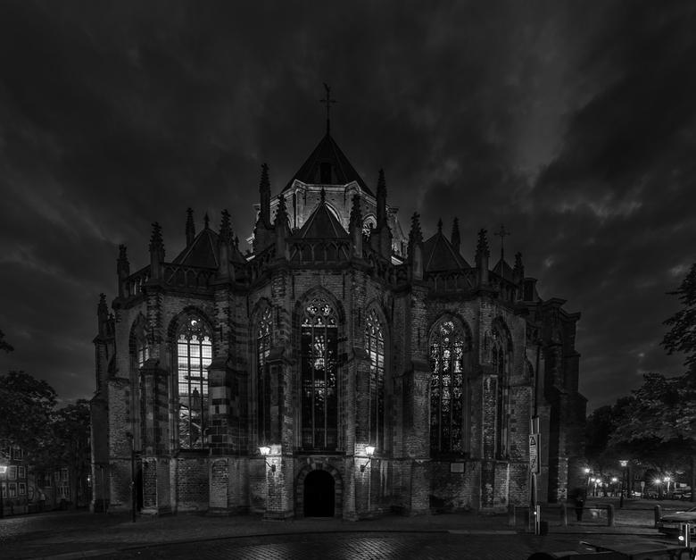 Take me to church - Al lang had ik een plaat in mijn hoofd met een dreigende lucht en de verlichting in de kerk aan. Nu is de verlichting elke avond a