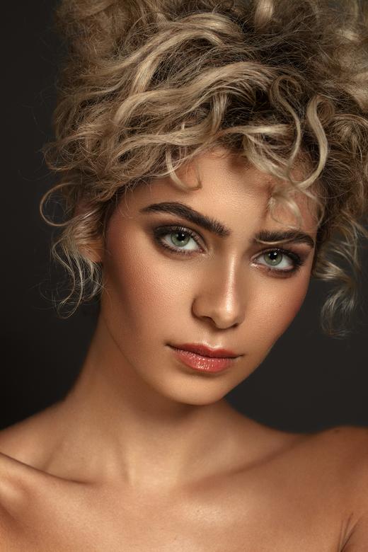Succesvol - Photography - Karin van Berkel<br /> Make up - Lotte Concepts<br /> Model - Cherie Fransen