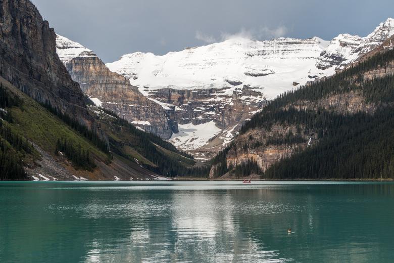 bergen en meren 1 - besneeuwde bergen en gletcher meer