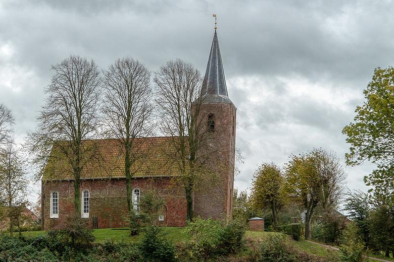 De kerk van Eenum - Tijdens mijn wandeltocht van 40 km moesten we ook een rondje door Eenrum maken. Natuurlijk gingen om de kerk. Een schitterende ker
