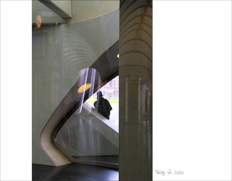 Calatrava's Guillemins 10 - Na een paar dagen genieten van de zon weer een upload van mijn serie van dit prachtige station in Luik<br /> <br /> Iede