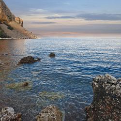 Egeïsche zee bij avond