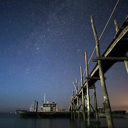 De boot van rederij de vriendschap bij nacht, de Cocksdorp, Texel