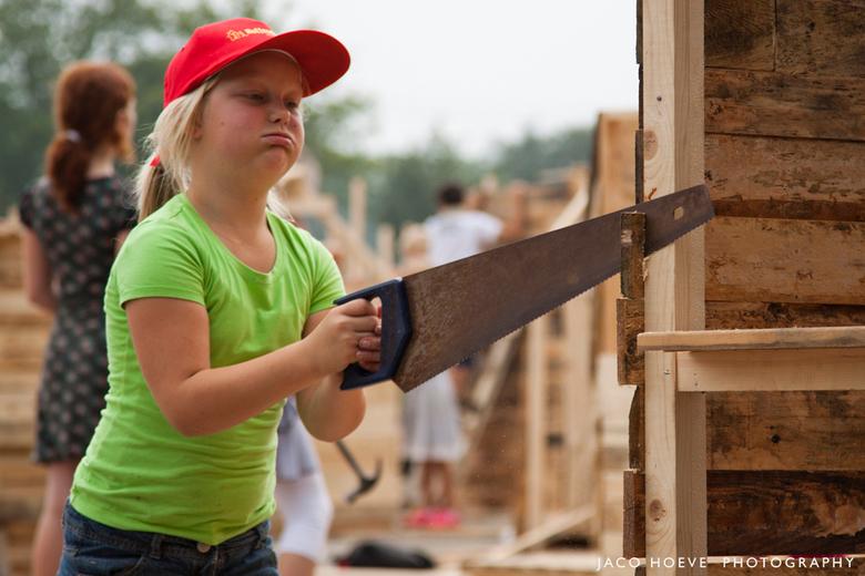 Huttendorp - Huttendorp in Staphorst.<br /> <br /> Meer dan 750 kinderen bouwen hutten.