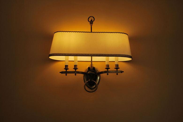Kracht van licht - Deze foto is genomen in het vakantiehuis van Sissi in Corfu.