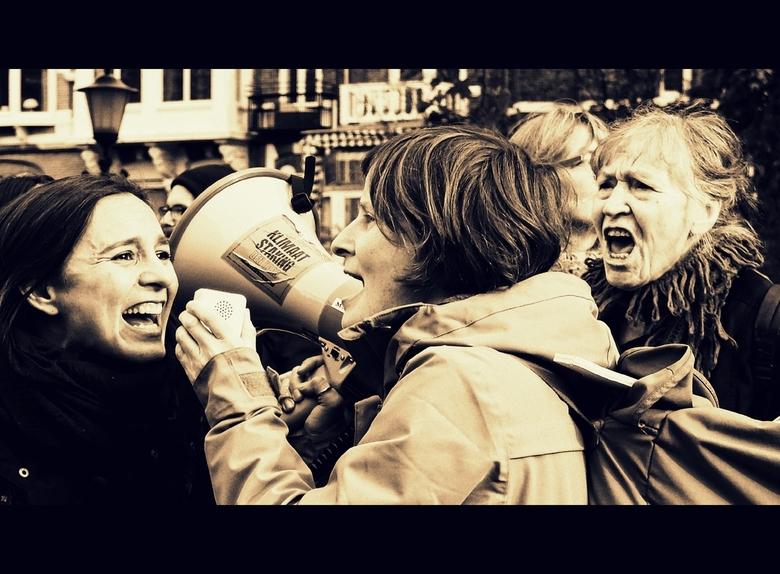 Vrouwenprotest - groot zien aub<br /> <br /> <br /> de dames, de moeders, waren in in aantal in een grote meerderheid. <br /> <br /> Zoals overal