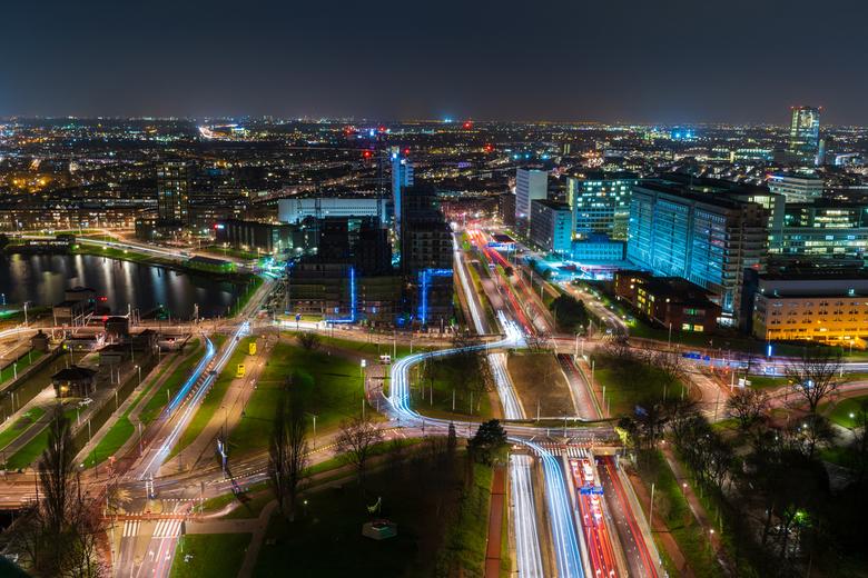 Rotterdam van boven - gemaakt vanaf de Euromast op een hele koude avond met heel veel verkeer.