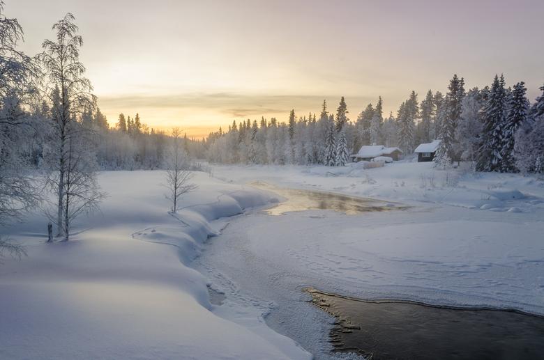 Zonsondergang in Fins lapland - Een lang weekend in Fins Lapland. In de hoop het noorderlicht te zien. Jammer genoeg was dit zo'n beetje het enig