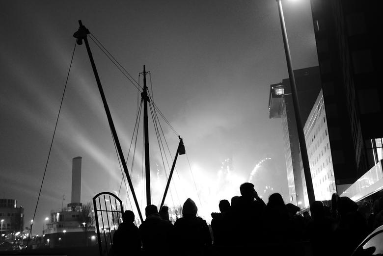 Rotterdam - Nieuwjaar - Zicht op de vuurwerkshow op de Erasmusbrug, Rotterdam. Gelukkig Nieuwjaar u Allen!<br /> <br />