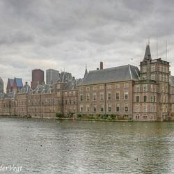 Donk're wolken boven 't Binnenhof