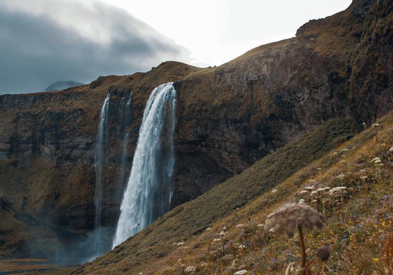 Ijsland waterval - De berg op gelopen om de zon over de berg te zien komen. Voor mij de mooiste foto van mijn vakantie naar Ijsland. De diepte die je